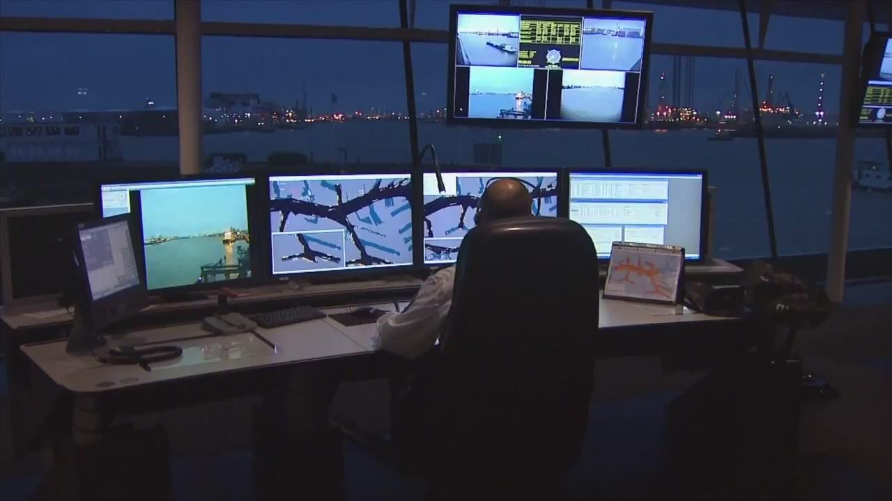 geobusiness-magazine-esri-special-achievement-2014-port-of-rotterdam-portmaps-gis-project-video-port05
