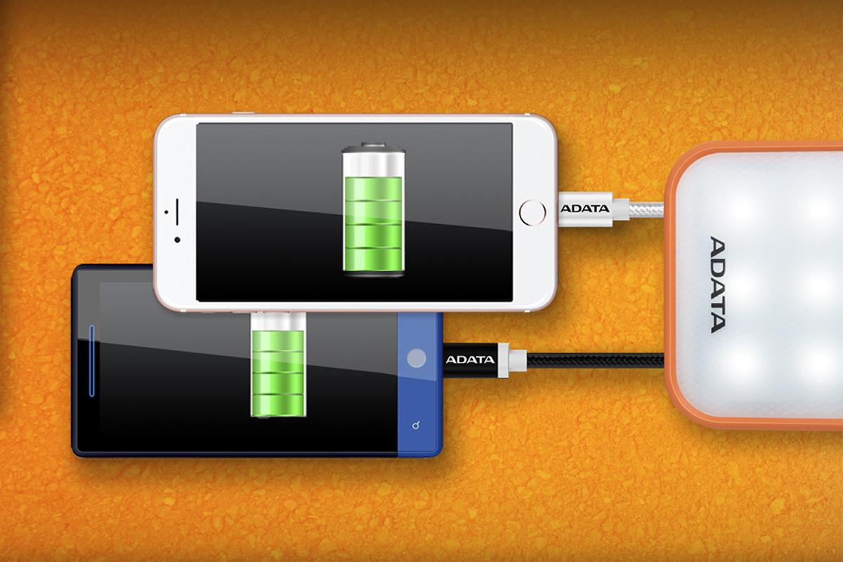 nabíjení dvou zařízení najednou - odolná powerbanka Adata D8000L / časopis GeoBusiness