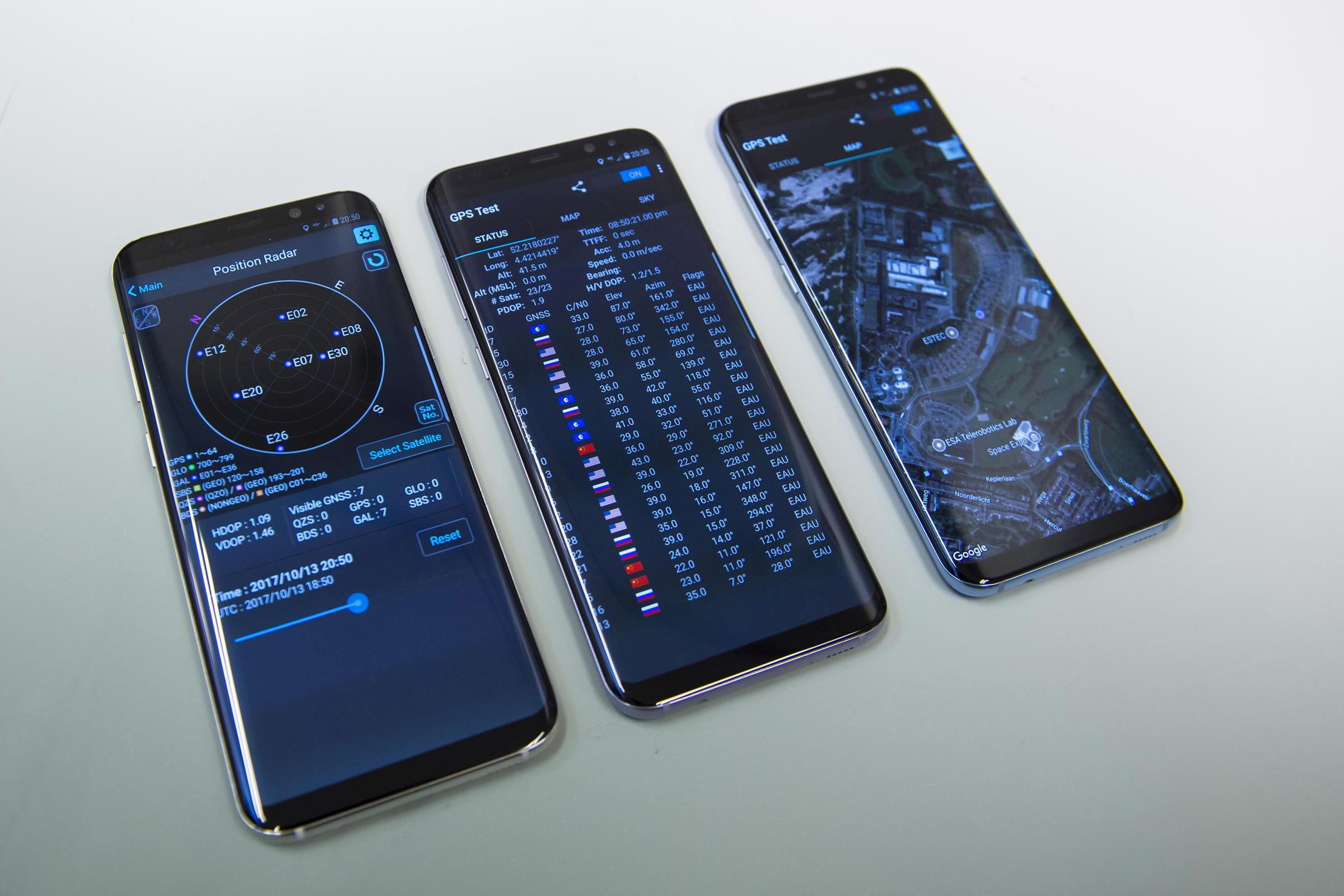 Příjem signálu systému Galileo na mobilních telefonech Samsung S8 / foto G. Porter, ESA