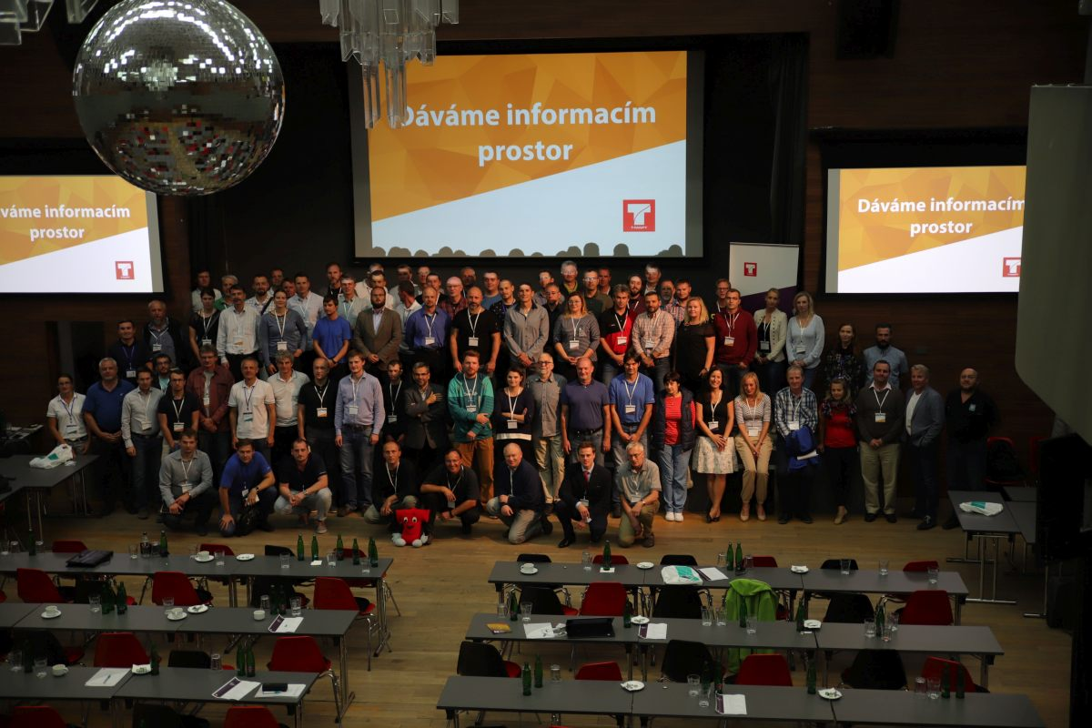 Společné foto všech účastníků 21. setkání uživatelů firmy T-MAPY