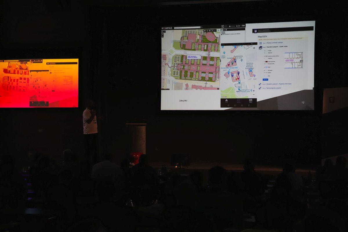 Petr Glos představuje možnosti využití GeoFM a GeoBIM v GISu