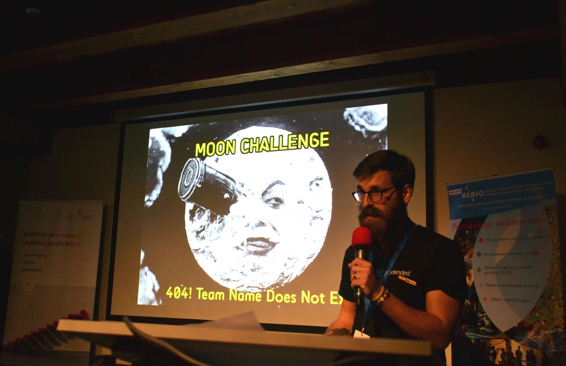 Prezentace vítězného projektu, na fotografii Michal Gabčo z týmu 404! / foto Tomáš Pour, katedra geoinformatiky UPOL